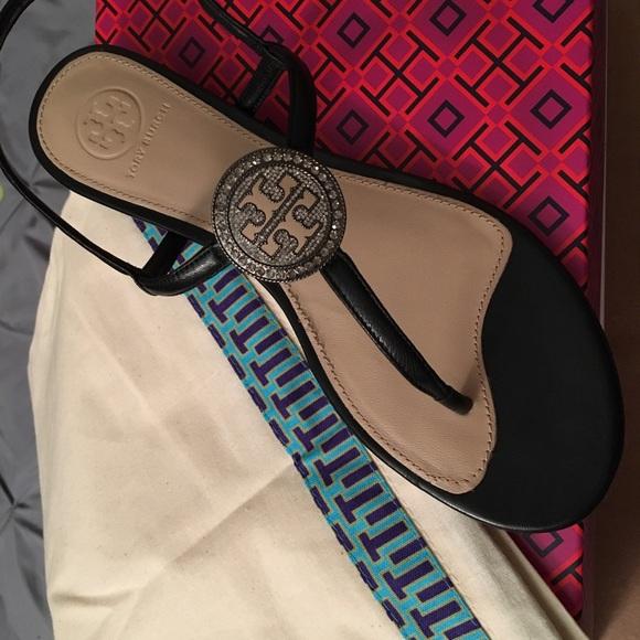 ec075f37f ... Tory Burch Liana flat sandals. M 5a679c3045b30c9b7c28f98a